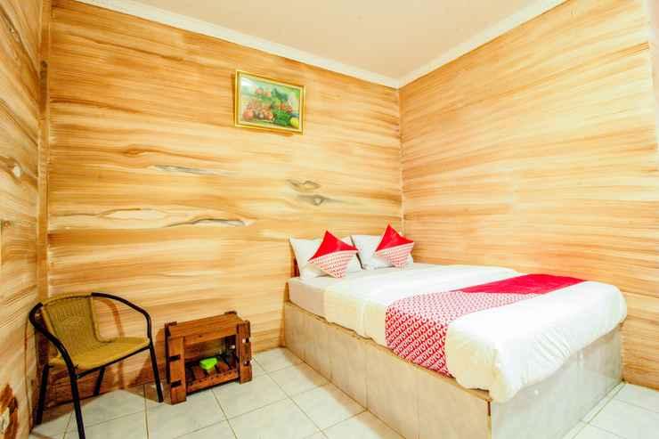 BEDROOM OYO 2278 Cikidang Hunting Resort