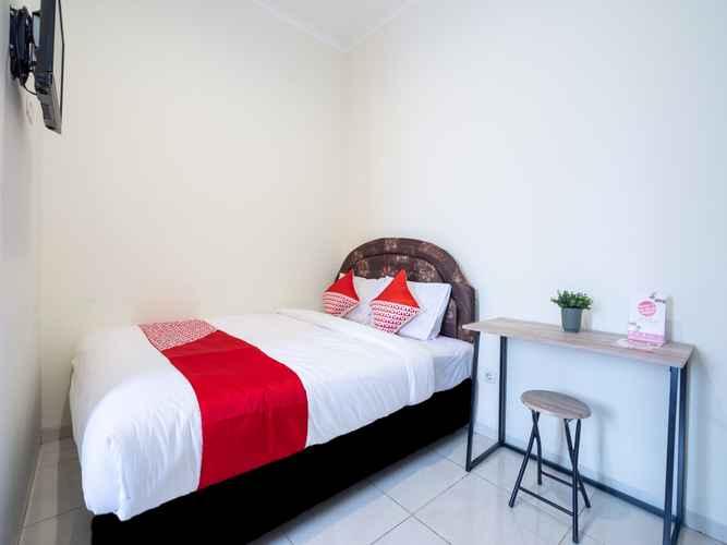 BEDROOM OYO 2347 Griya Patran Near RS Queen Latifa