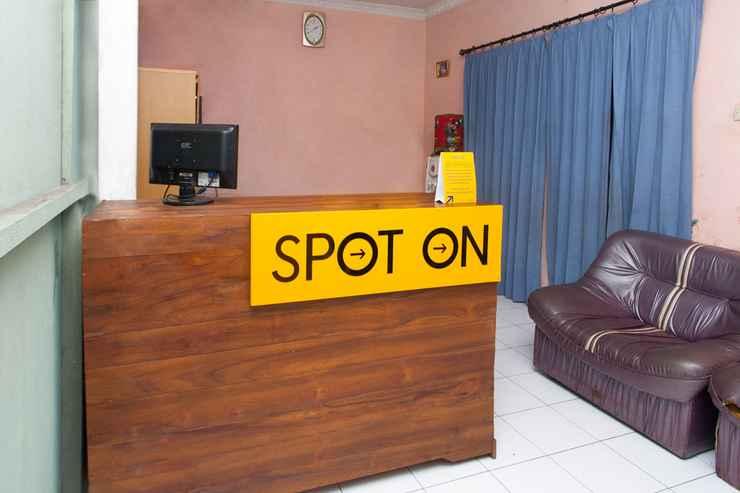 LOBBY SPOT ON 2830 Azka Guest House Syariah