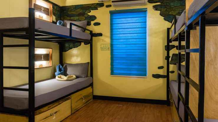 BEDROOM Outpost Beach Hostel
