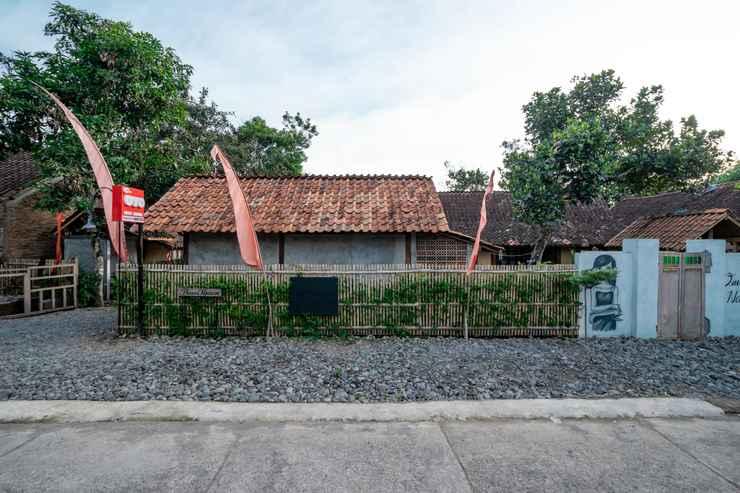 EXTERIOR_BUILDING OYO 2393 Omahe Nawung Syariah