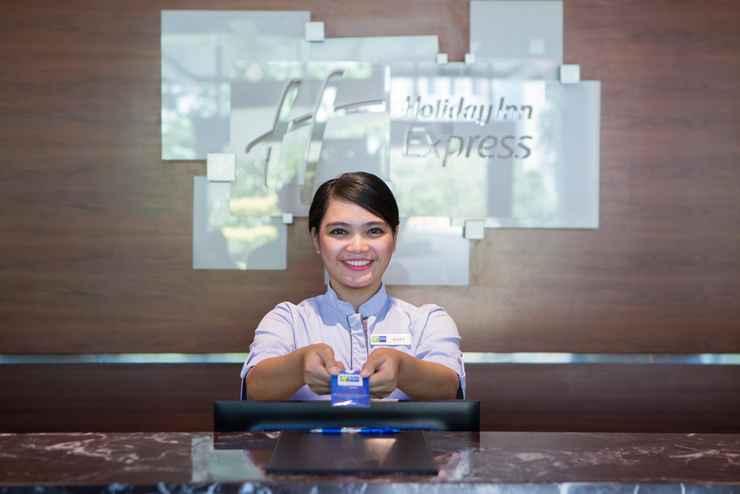 LOBBY Holiday Inn Express Jakarta International Expo