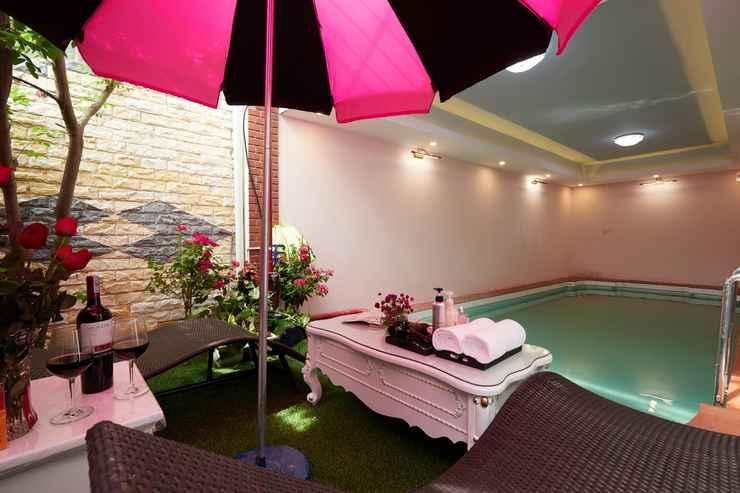 SWIMMING_POOL Lucky Budda Inn Villa