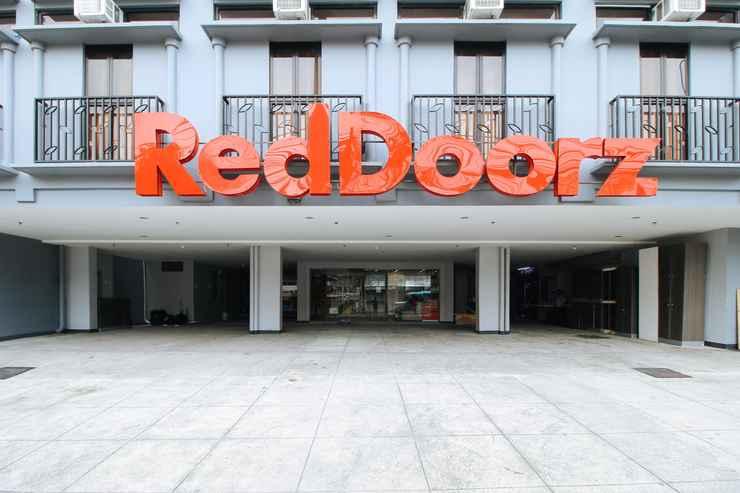 EXTERIOR_BUILDING RedDoorz Plus @ Jardin Suites Guadalupe Nuevo