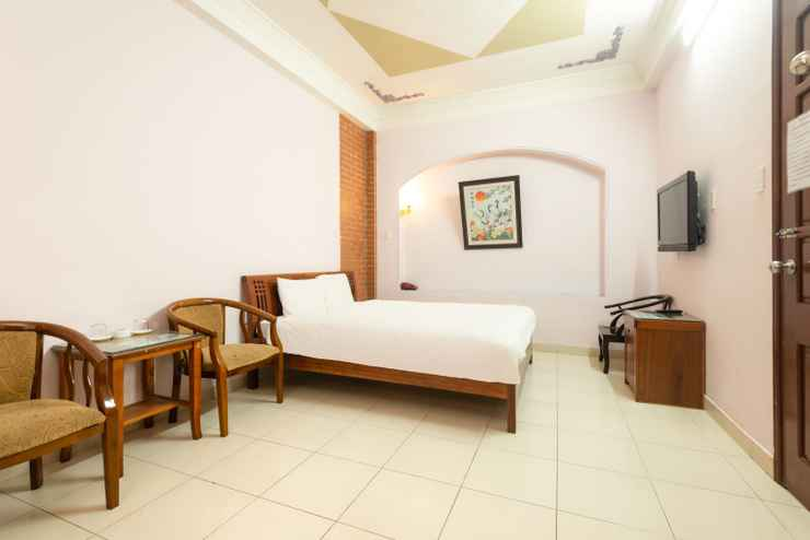 BEDROOM Hoa Quynh Guest House