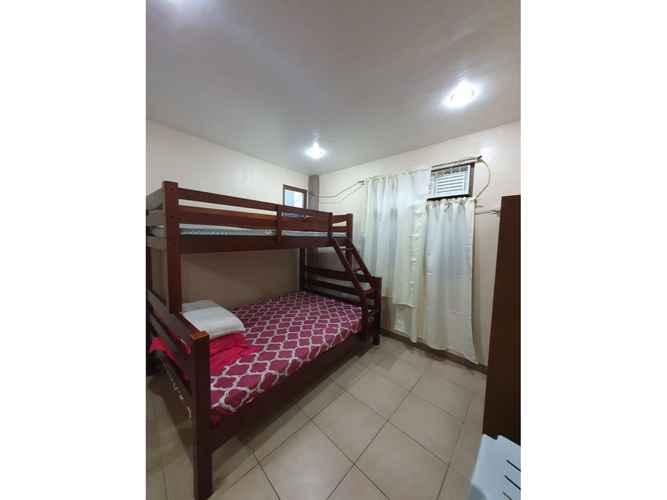 BEDROOM OYO 698 Rlt Suites