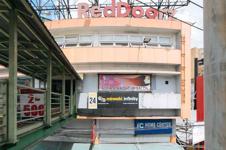 EXTERIOR_BUILDING RedDoorz Plus @ EDSA Congressional