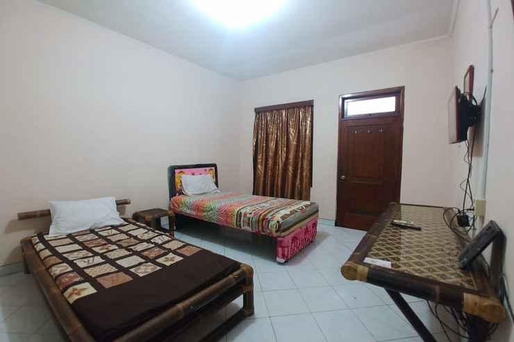 BEDROOM OYO 90283 Hotel Rajadani Ackni