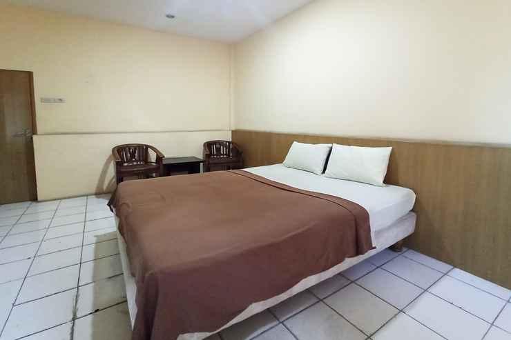 BEDROOM OYO 90390 Hotel Rd Premium