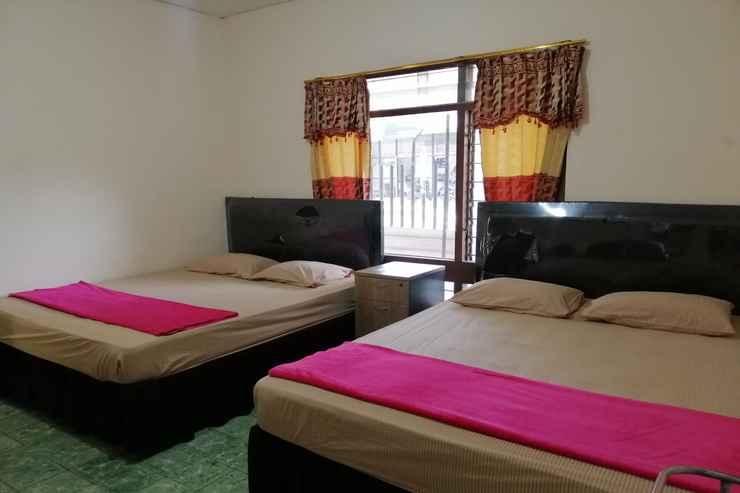 BEDROOM OYO 90443 Hotel New Kartika In