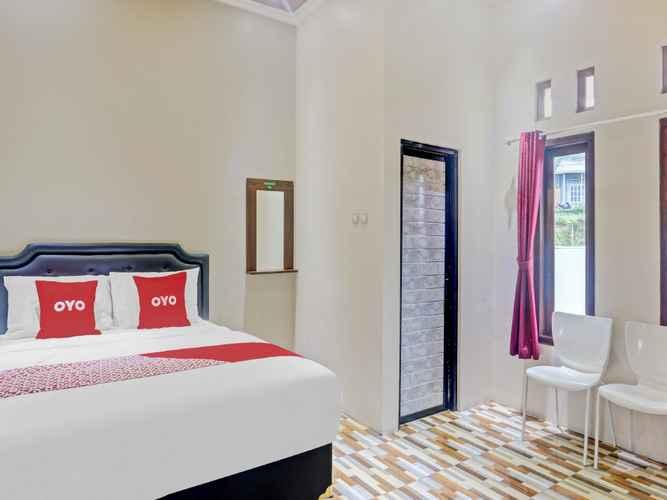 BEDROOM OYO 90612 Baby Angel Hotel