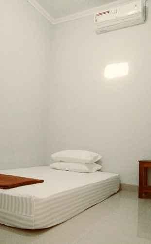 BEDROOM Adikarta Guesthouse Janti Syariah