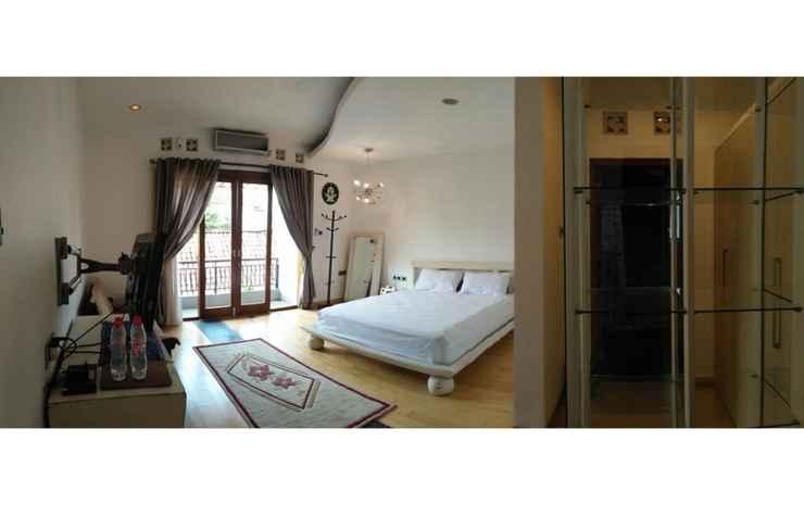 Spacious Room at Limbersa Homestay & Resto Yogyakarta - Expresso with Private Bathroom