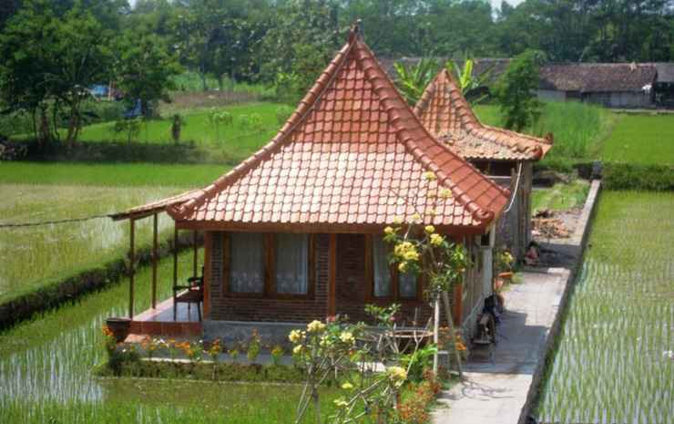 Alamanda Family Villas & Pool Yogyakarta - Java Joglo ( Max CheckIn 10PM )