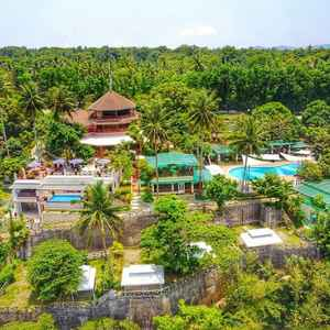NONI'S RESORT