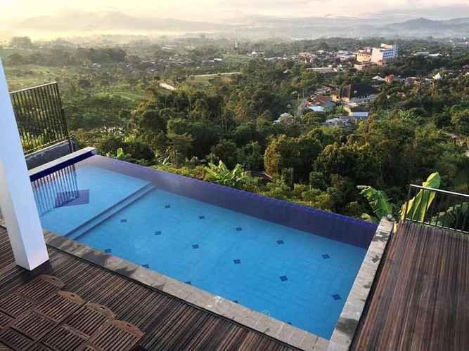 SWIMMING_POOL Pleasant Stay Full House at KJ Villa Bandungan