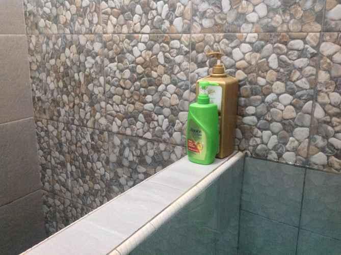 BATHROOM SAFIRA HOMESTAY