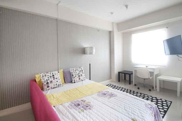BEDROOM Apartemen Green Pramuka City by Aparian