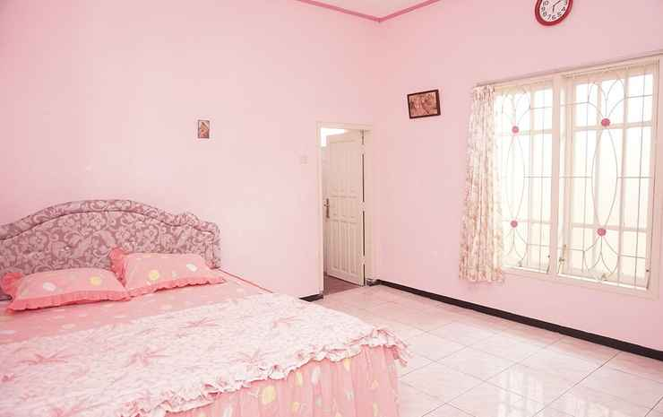 6 Bedroom at Villa Mawar Batu Malang - 6 Bedroom (Checkin max 9pm)