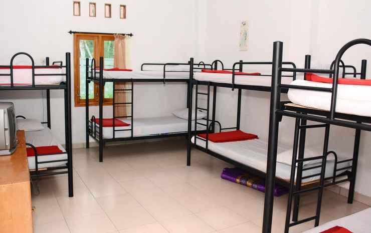 Cozy Room at Wisma Theresia Bandungan Semarang - Dormitory 8 pax (MAX CHECK IN 22.00)