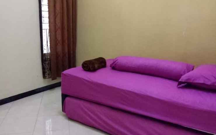 Comfort Room at MANIS Homestay Malang - Three Bedrooms