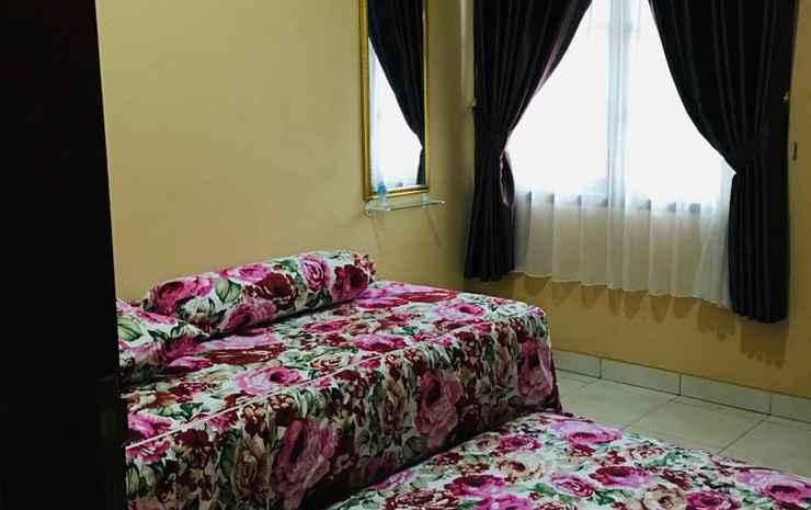 Cozy Room at Safira Homestay Syariah Semarang - Firdaus