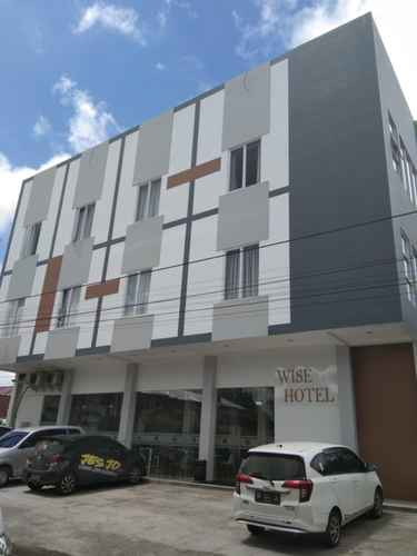 EXTERIOR_BUILDING Wise Hotel Tomohon