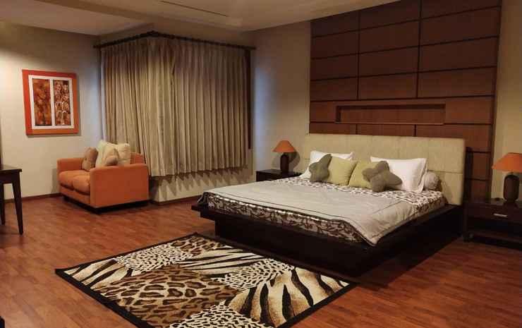 De Balepakuan Guest House Bandung - Deluxe Room  w/ Bathroom inside