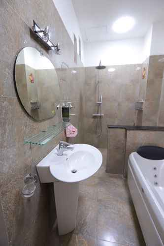 BATHROOM DQ House Da Nang