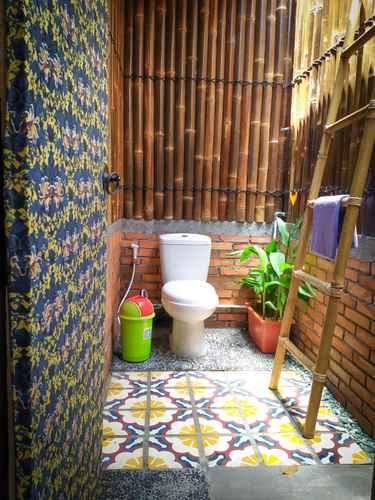 BATHROOM Alexiz Hostel