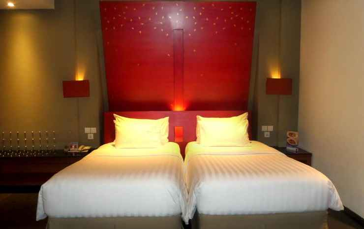 Novotel Palembang Hotel & Residence Palembang - Twin Superior Pool View With Twin Beds
