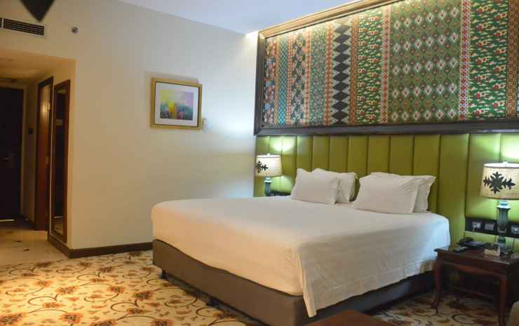 Grand Mercure Medan Angkasa Medan - Double Deluxe Room With 1 King Size Bed