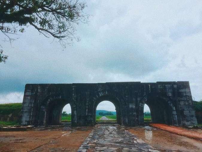 Toàn cảnh di tích Thành nhà Hồ tại Thanh Hoá