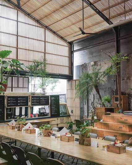 Restoran  di Jakarta Selatan Ini Jadi Tempat Hits Anak Muda, Erika Silviana