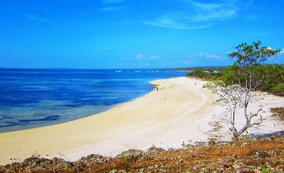 Wisata Ke Pantai Kelapa Lima
