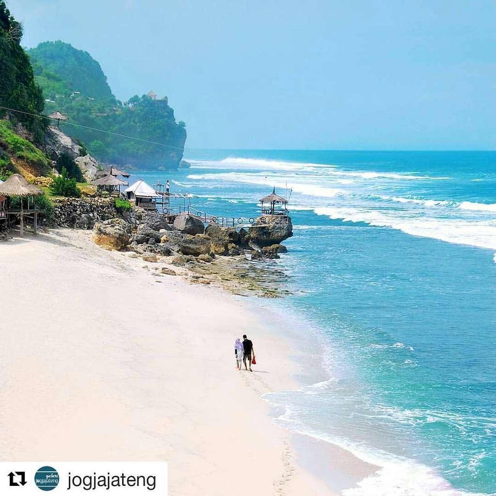 18 Pantai Di Jogja Yang Menyuguhkan Panorama Cantik Dan Alami
