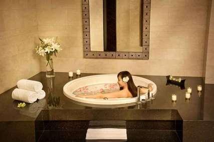Staycation O'Clock Lebih Seru di Hotel dengan Jacuzzi di Bandung!, Markus Yohannes
