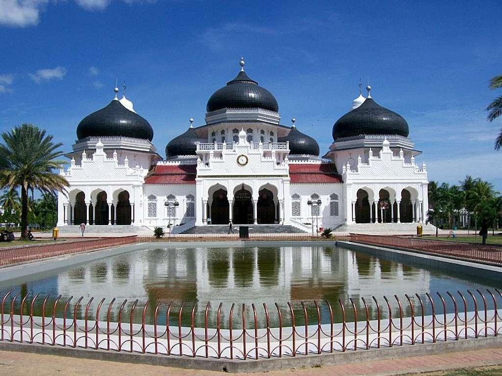 9 Tujuan Tempat Wisata Sejarah Di Indonesia Terpopuler