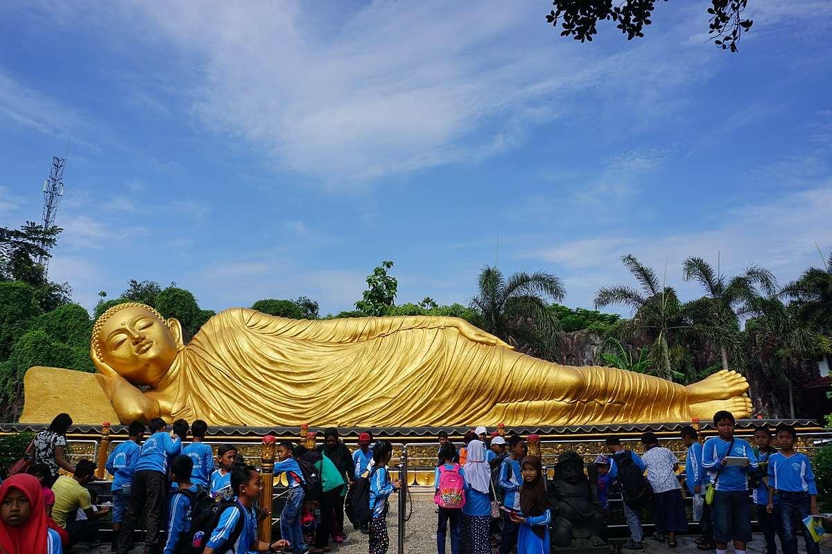 7 Tujuan Wisata Religi di Indonesia Favorit untuk Kamu Kunjungi