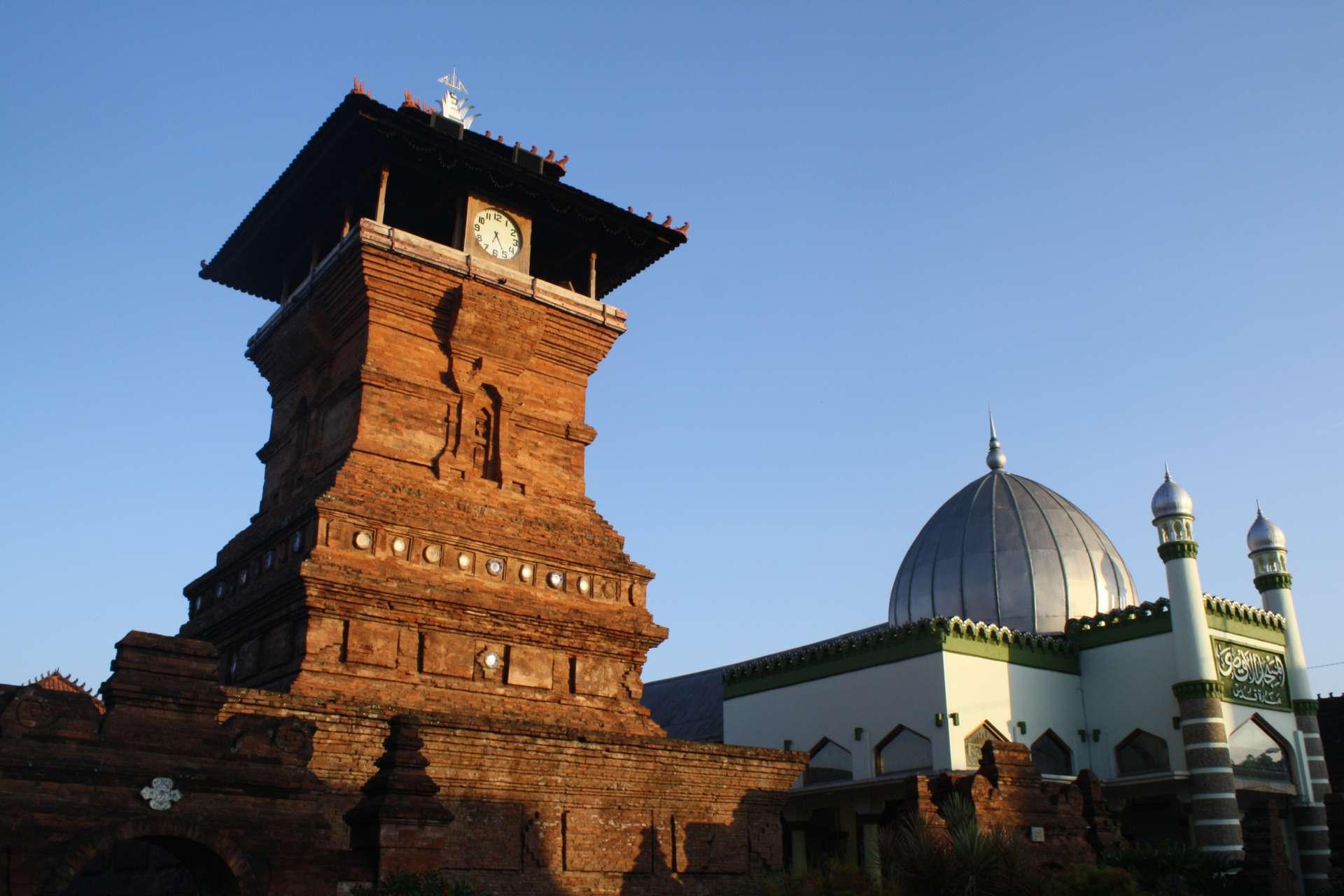 10 Tujuan Tempat Wisata Sejarah di Indonesia Terpopuler
