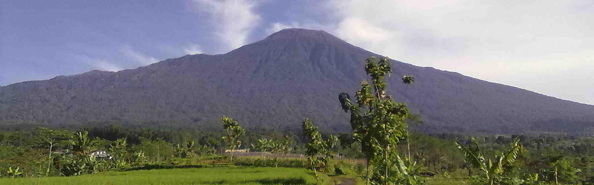 12 Gunung Paling Tinggi Di Indonesia Yang Menantang
