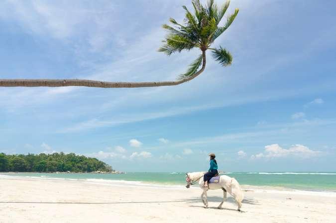13 Destinasi Wisata Pantai Di Kepulauan Riau Terindah