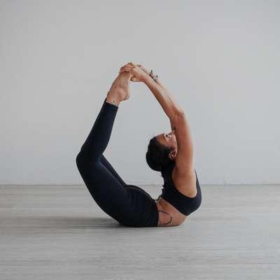 Latihan Yoga Mandiri dengan YouTube Membuka Jalan Zee Latifa Jadi Instruktur Ternama, Nida Amalia