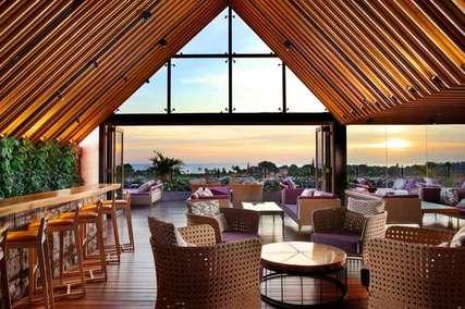 6 Hotel dengan Rooftop Cafe & Restoran Terbaik di Bali, Markus Yohannes