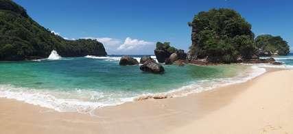 Wisata Malang: Pantai di Malang yang Wajib Dikunjungi untuk Liburan Seru, Xperience Team