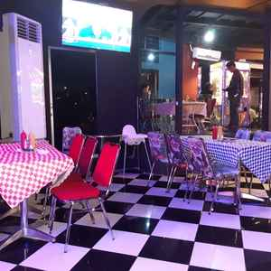Double Decker Casual Dining at Fave Hotel Solo Baru