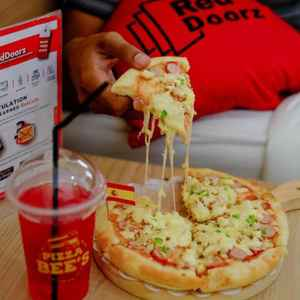 Pizza BEES - Luwes Gading