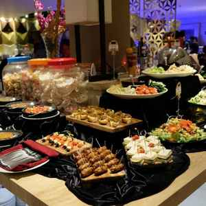 Avallon Restaurant at Crown Prince Hotel