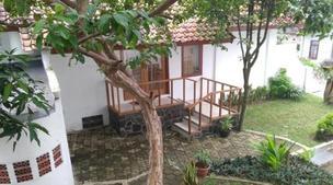 Rumah Syariah & Kolam Renang Bugenville Guesthouse
