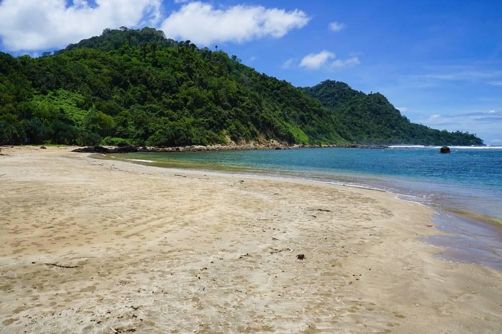 Pantai Plengkung